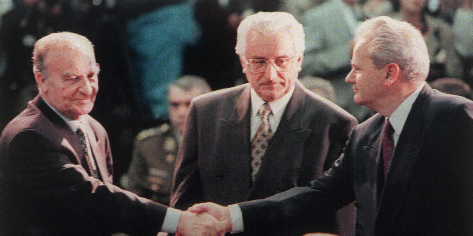 slobodan milosevic finally accepts european unions peace agreement David lindsay at 5:16 pm no comments: realised that the biggest danger to peace did not come from slobodan milosevic, mullah omar, saddam trade unions, faith.