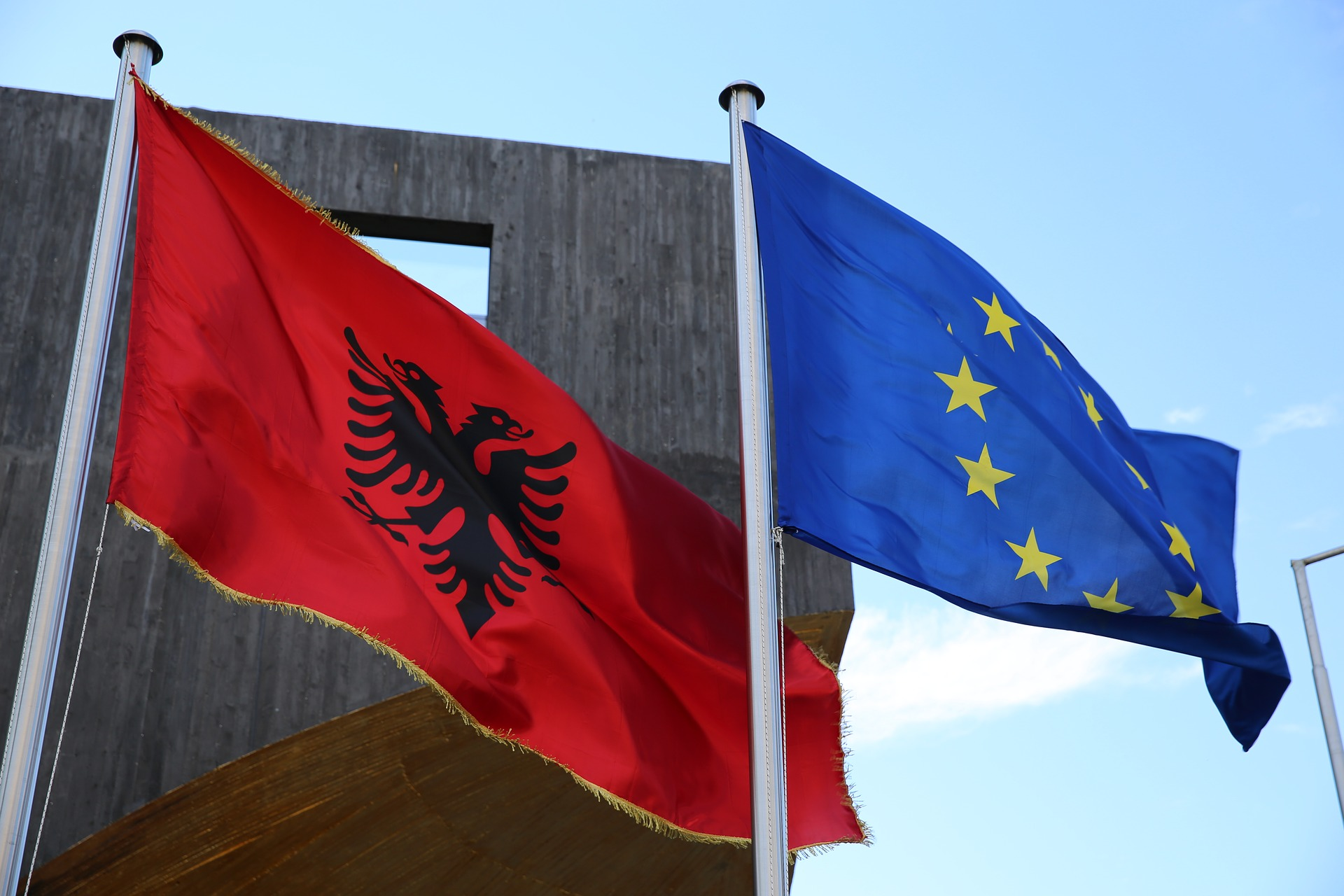 The first acquaintance with Albania: the border, roads and fuel prices 100